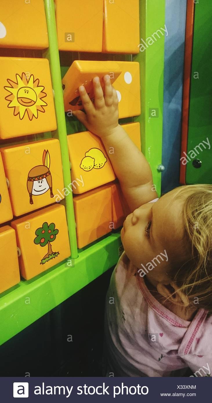 Jeu De Puzzle Jeu De Fille De Jeux Pour Enfants Banque D encequiconcerne Jeux De Fille Puzzle