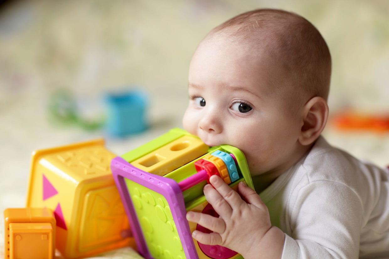Jeux Bébé : Les Meilleurs Jouets Pour Éveiller Les Tout-Petits intérieur Jeux Bebe Fille
