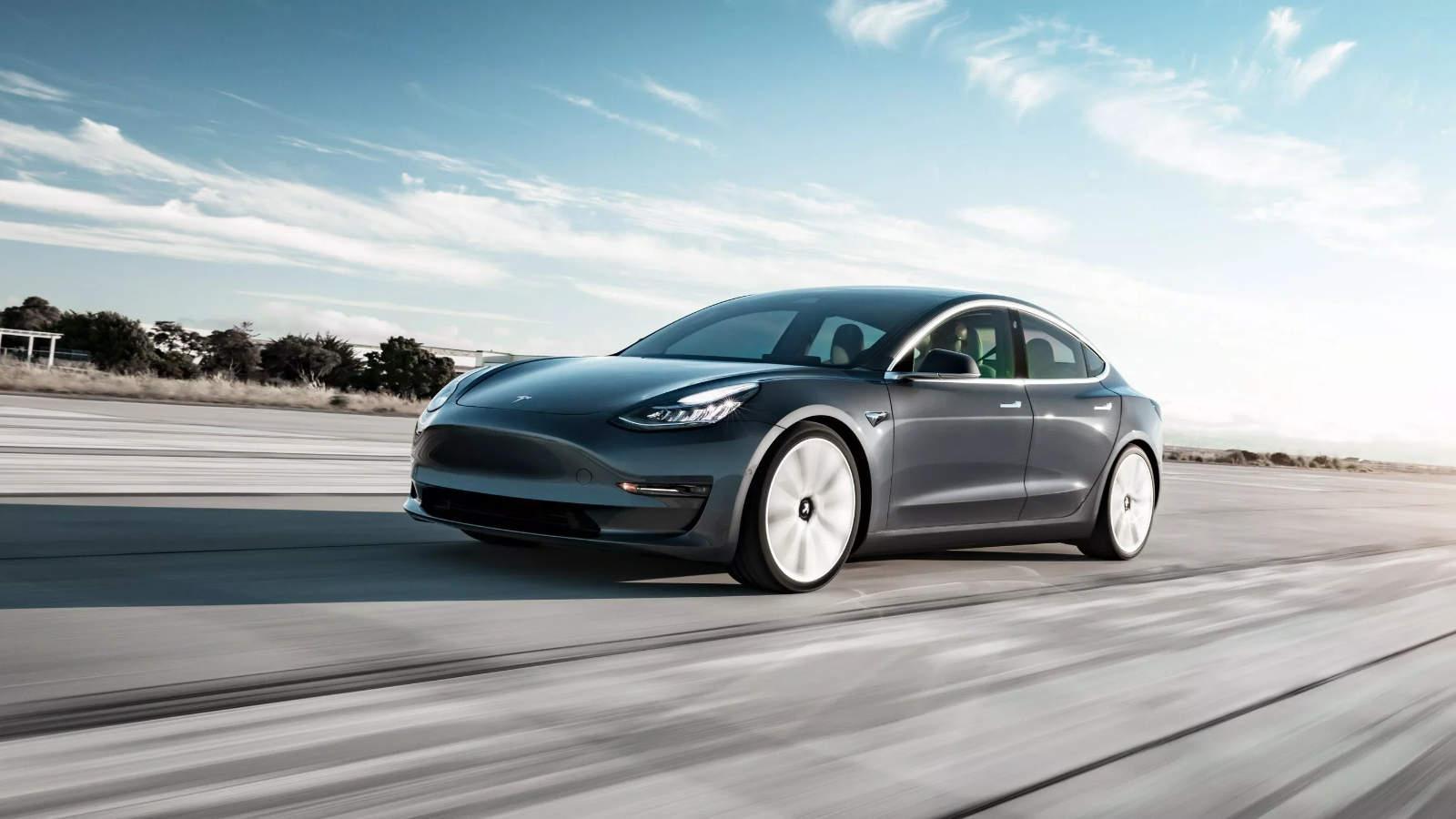 Jouer Au Volant, La Bonne Idée De Tesla ! - Actualité serapportantà Jeux De Voiture Avec Feu Rouge