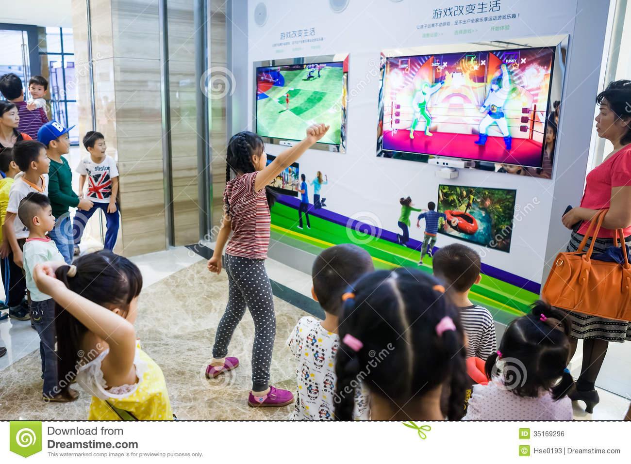 Jouer Les Jeux Interactifs Avec Le Kinect Xbox 360 Photo dedans Jeux Interactifs Primaire