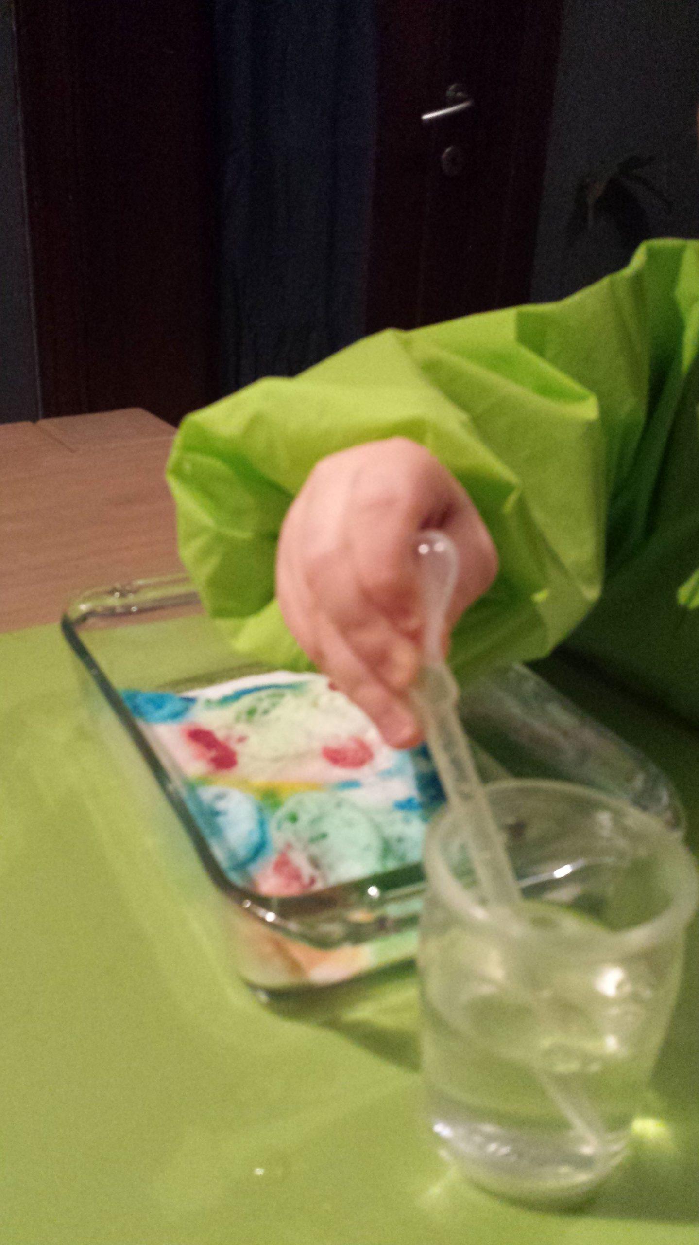 L'atelier Du Petit Chimiste… | Bebé | Plastic Cutting Board tout Bebe A 2 Ans Et Demi
