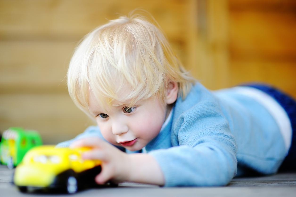 Le Rôle Et La Place Du Professionnel Dans Le Jeu De L'enfant encequiconcerne Jeux Bebe Voiture