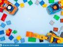 Les Enfants De Bébé Jouent Le Cadre Briques Et Voitures destiné Brique Pour Bebe