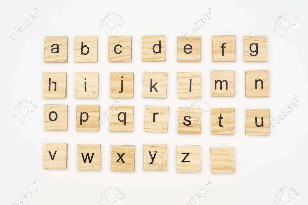 Lettres De L'alphabet Minuscule Sur Des Blocs De Bois, Isolés Sur Fond Blanc destiné L Alphabet Minuscule