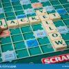 Lettres En Plastique Sur Le Jeu De Société Scrabble Avec Des pour Jeu De Société Avec Des Lettres