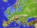 L'europe. Carte En Relief Ombré Avec Les Grandes Zones Urbaines. Colorié  Fonction De La Hauteur Relative. Projection Azimutale De Lambert Equal-Area pour Carte De L Europe En Relief