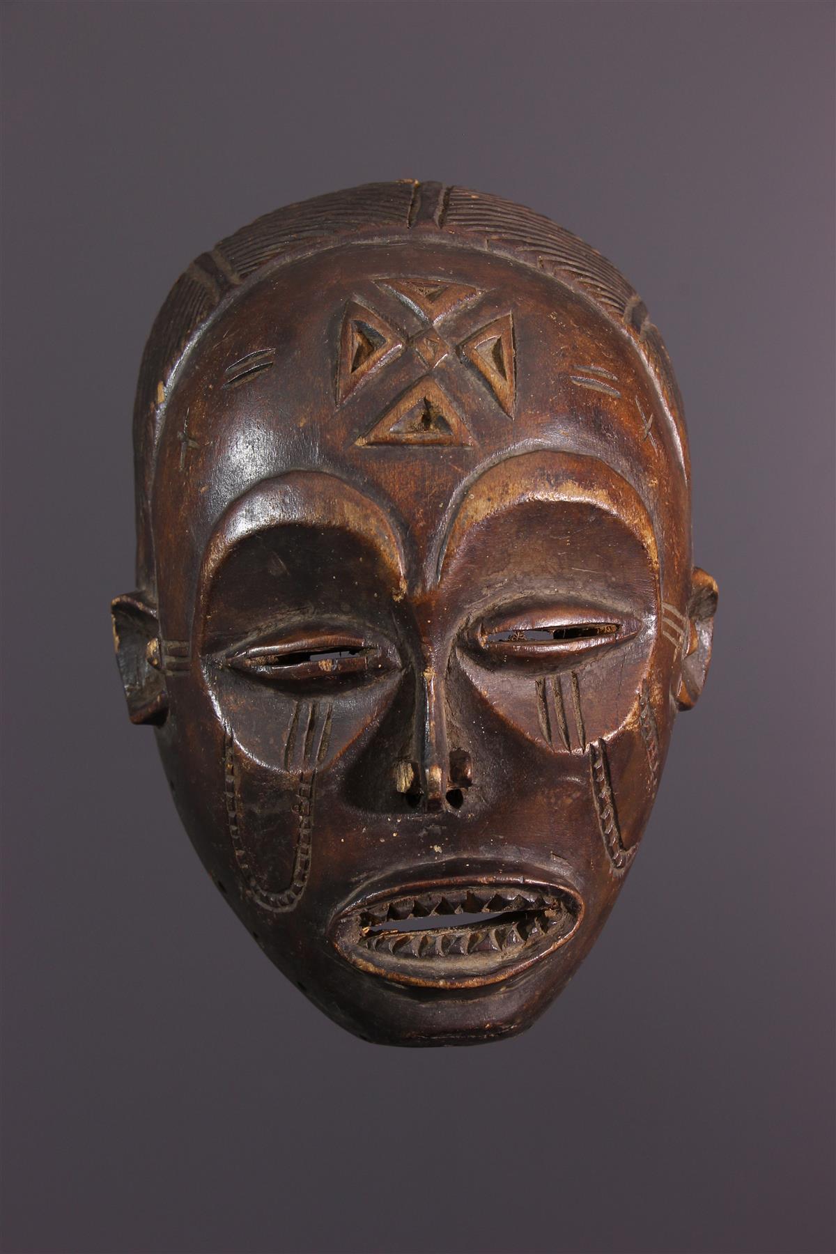 Masque Chokwe Pwo avec Masque Afriquain