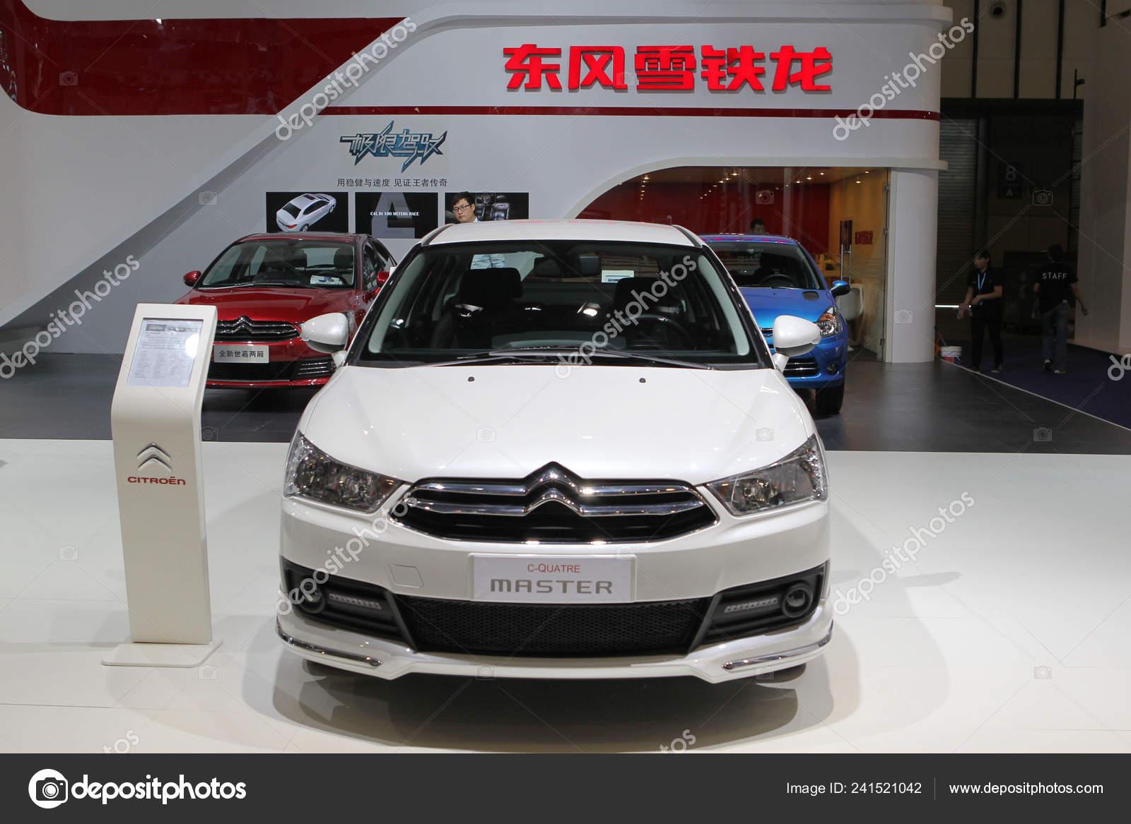 New Quatre Master Dongfeng Peugeot Citroen Displayed avec Quatres Image Un Mot