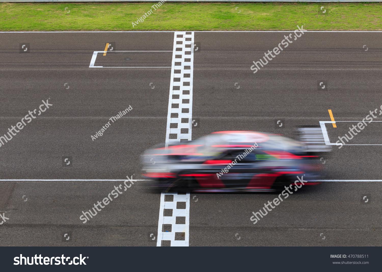 Photo De Stock De Voiture De Course Traversant La Ligne concernant Course Voiture En Ligne