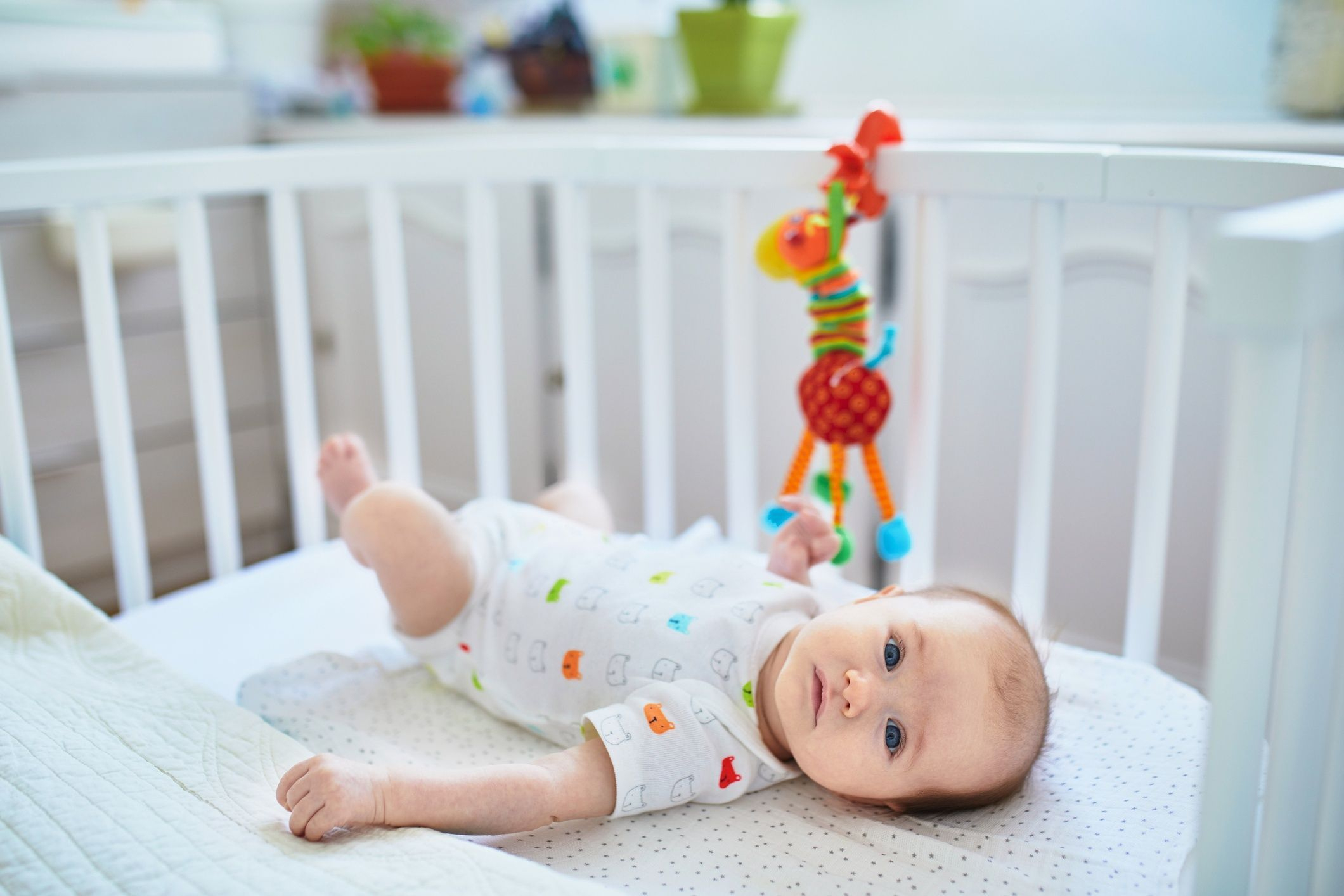Quels Jeux Et Jouets D'éveil Pour Bébé ? - Doctissimo encequiconcerne Jeux Eveil Bebe 2 Mois