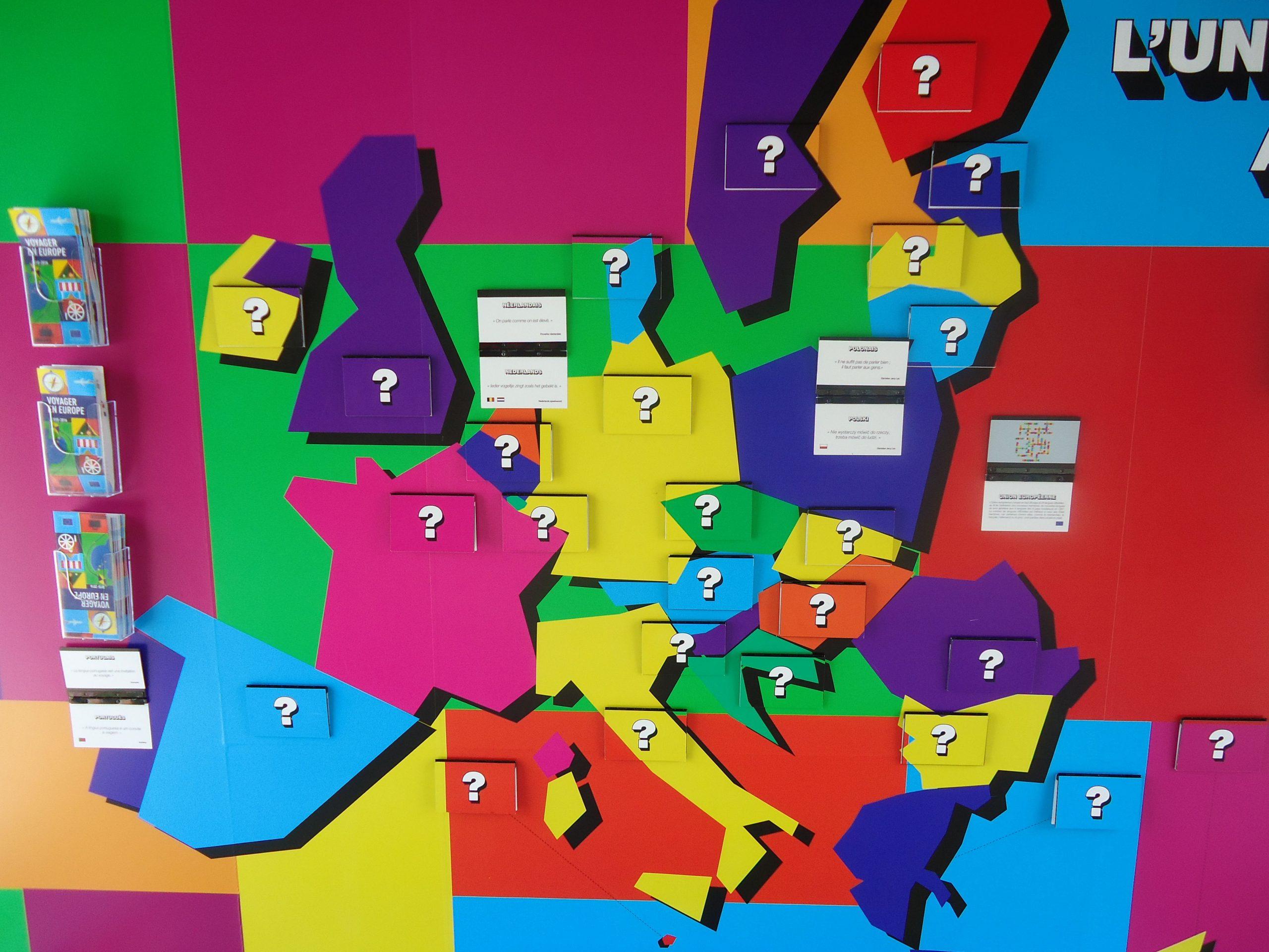 Un Mur D'apprentissage Proposait Un Quizz Audio, Une Carte à Jeux Union Européenne