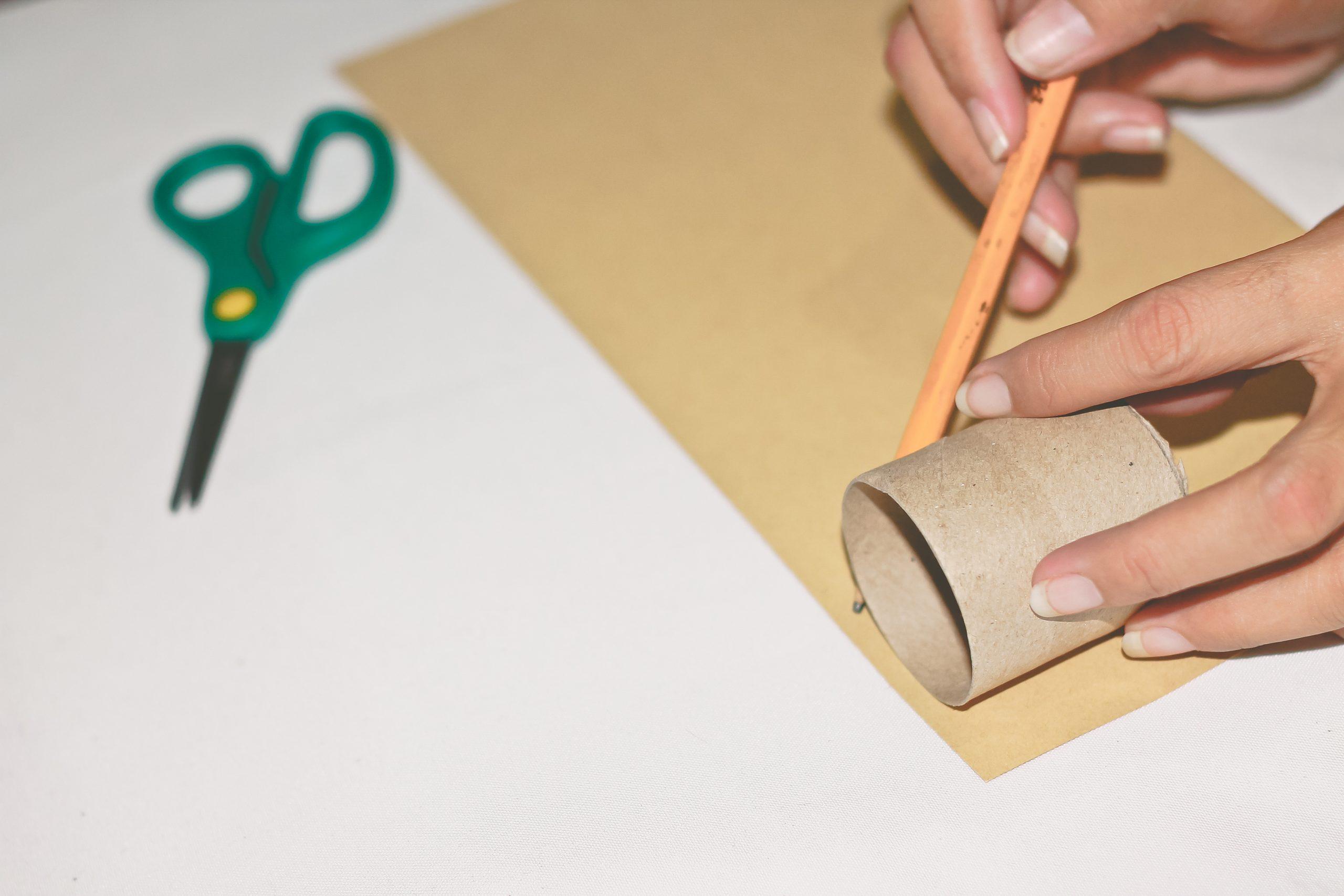 Une Activité Créative Diy Pour Noël | Livres Personnalisés serapportantà Activité De Noel Maternelle