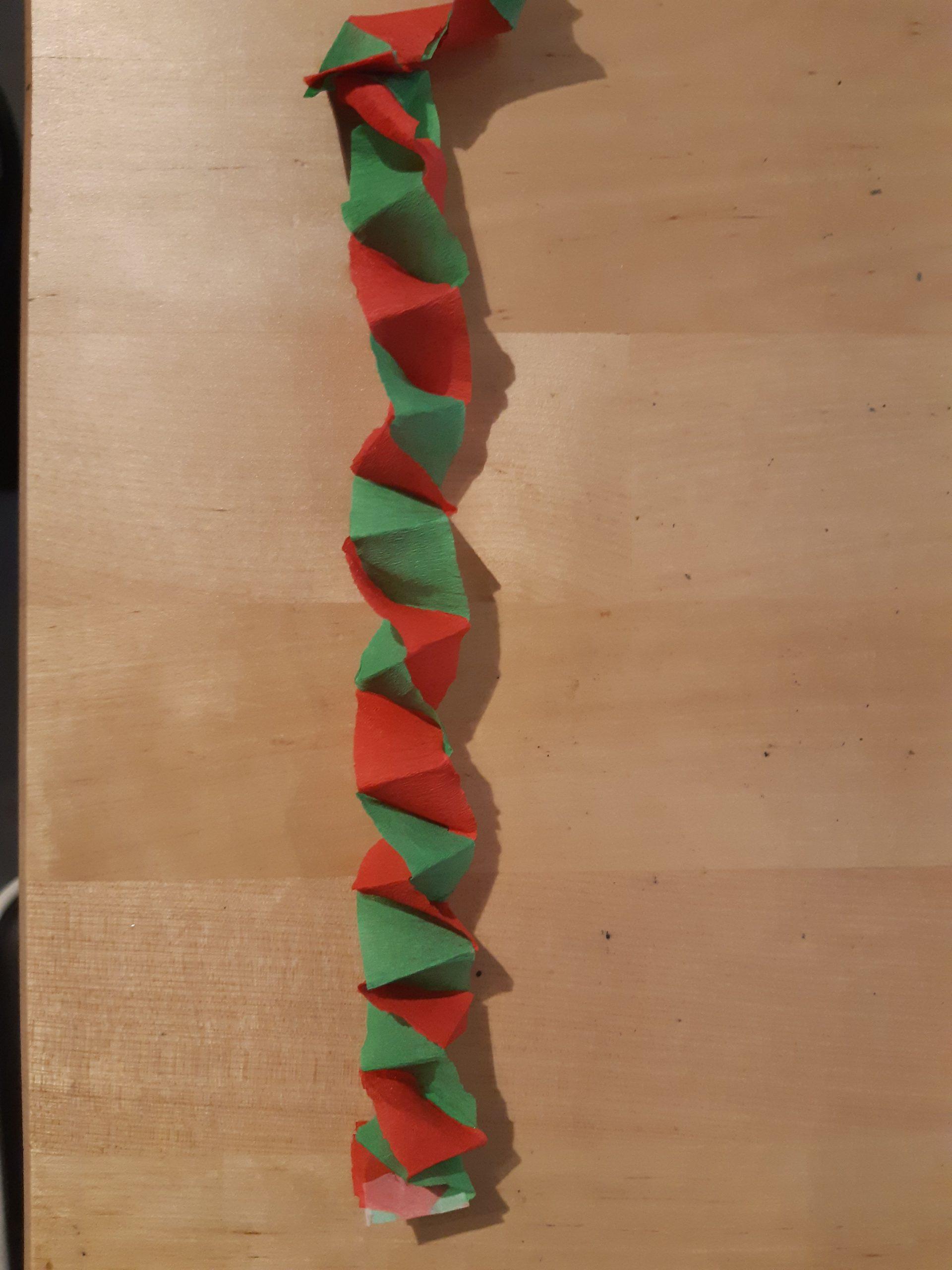 Une Autre Guirlande De Noël Simple À Réaliser Avec Du Papier tout Activités Manuelles 3 Ans Pour Noel