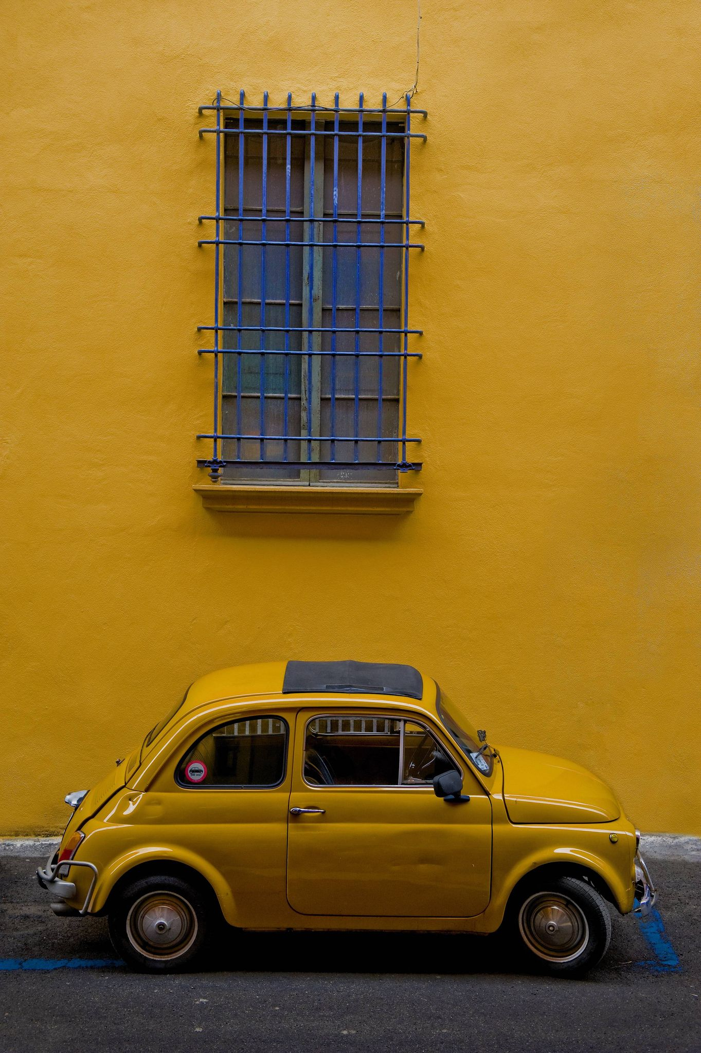 Yellow And Blue | Jaune, Voiture Vintage Et Moteur Voiture concernant Jeux De La Voiture Jaune